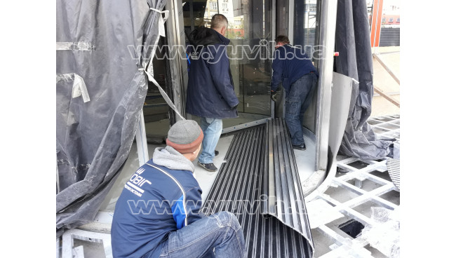 Изготовление, доставка, установка грязезащитных покрытий для River Mall г. Киев, Днепровская наб. 10-14 фото
